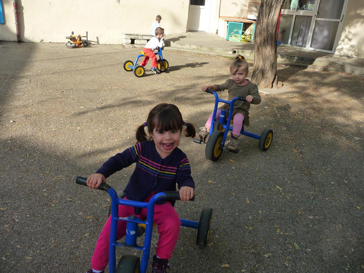 Le tour de la cour à vélo